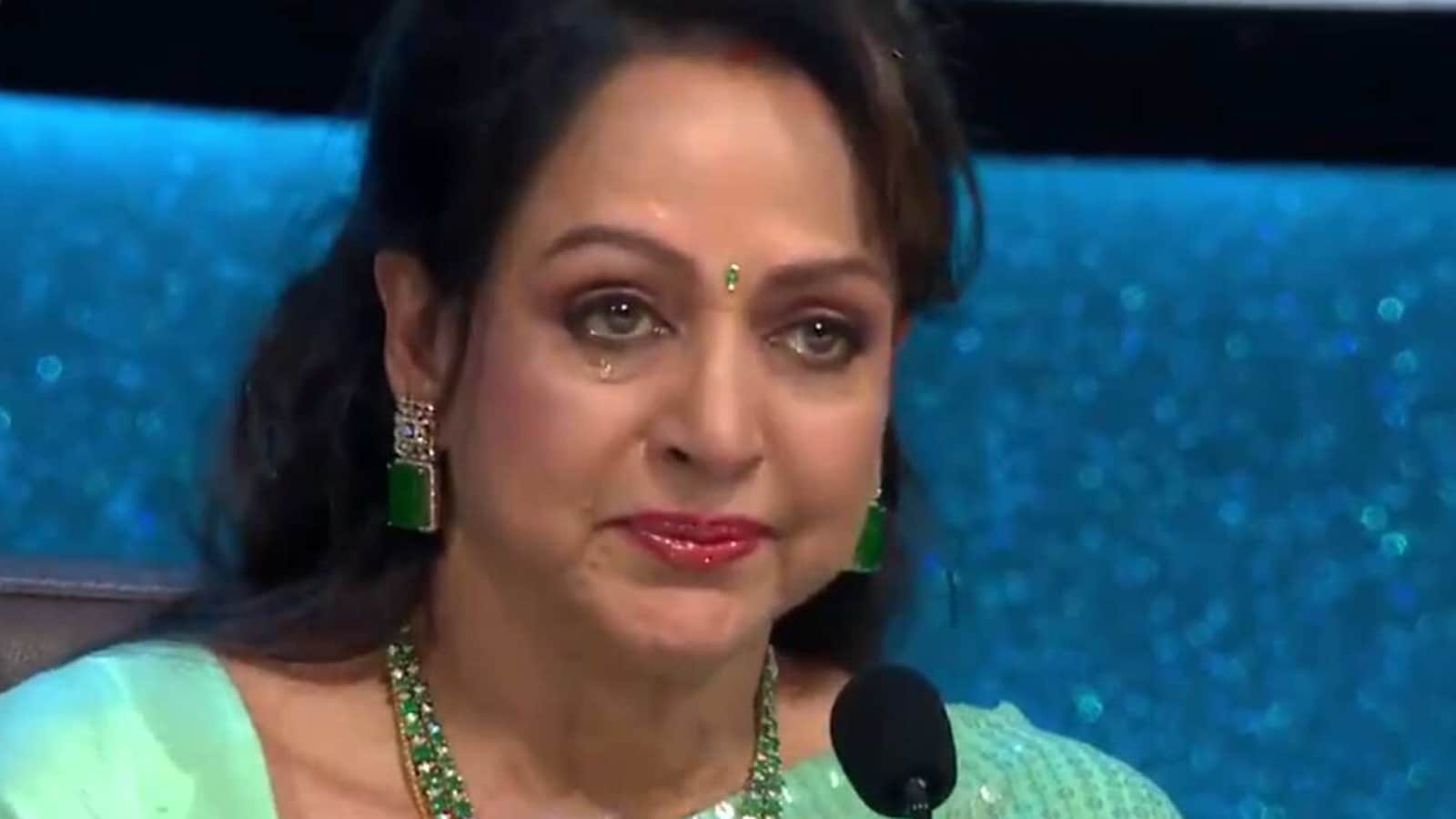 Hema Malini moved to tears by Esha Deol's heartwarming message on Indian Idol 12. Watch video - Hindustan Times