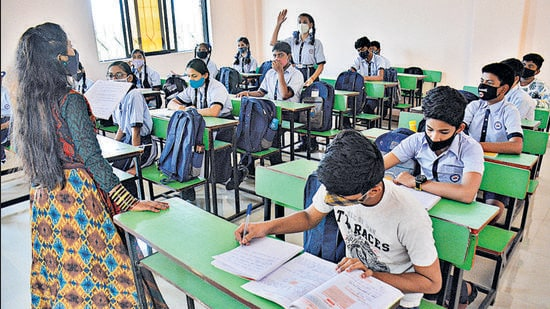 Students in a classroom in a school in Kasheli village, Bhiwandi, which reopened after a year in February. (HT FILE)