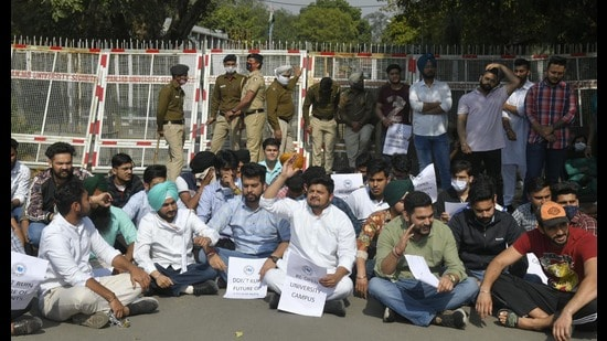Students protesting outside the vice-chancellor's office at Panjab University in Chandigarh on Monday. (HT Photo)