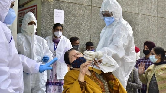India on Monday reported a fresh surge in cases after 18,599 infections were reported in the lat 24 hours. (HT Photo)