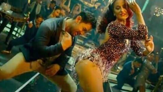 Aamir Khan and Elli AvrRam in a still from Har Funn Maula.