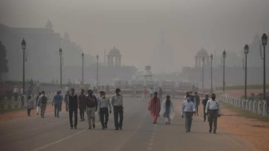 PM6 levels below 40 µg/m3 and PM10 levels below 100 µg/m3 are considered safe in India. (Raj K Raj / HT Photo)