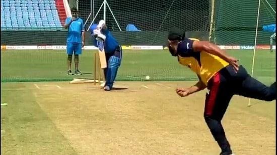 Sachin Tendulkar plays a straight drive(Twitter)