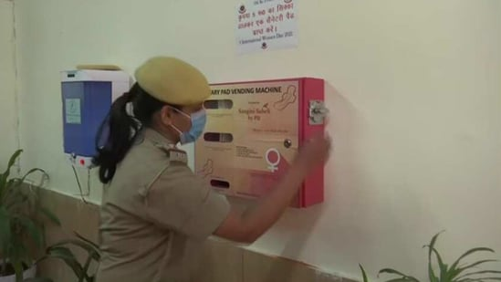 On the occasion of International Women's Day on Monday, an NGO Sangini Saheli installed the vending machine at the police station.(Twitter/@ANI)