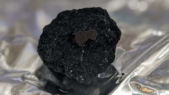 The image shows the astonishingly rare meteorite found in the UK.(Instagram/@natural_history_museum)