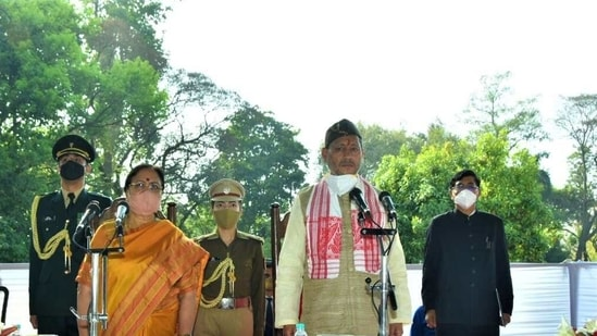 Uttarakhand CM Tirath Singh Rawat (right) and Governor Baby Rani Maurya (HT Photos)