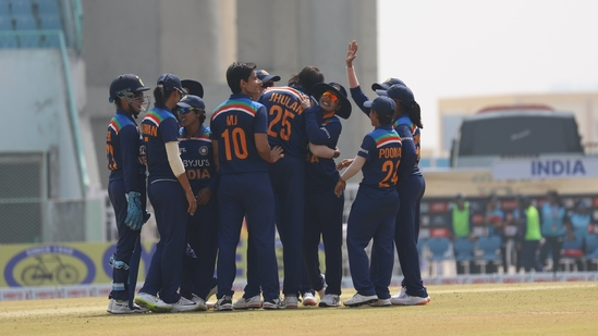 Indian women's team during the 2nd ODI against South Africa women in Lucknow(BCCI Women / Twitter)