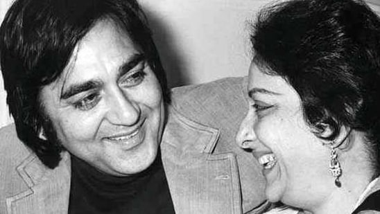 Sunil Dutt and Nargis fell in love on sets of their iconic film, Mother India.