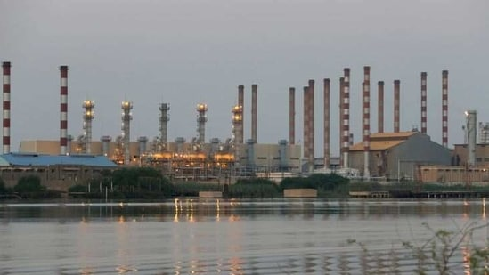 A general view of Abadan oil refinery in southwest Iran, is pictured from Iraqi side of Shatt al-Arab in Al-Faw south of Basra.(REUTERS / File Photo)