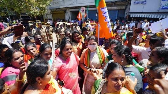 The BJP has fielded Kushboo Sundar from the Thousand Lights constituency in Chennai.(Twitter/@khushsundar)