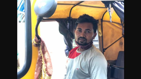 The image shows Jagannatha Patra, a driver partner with Ola Cabs.(Twitter/@ugosus)
