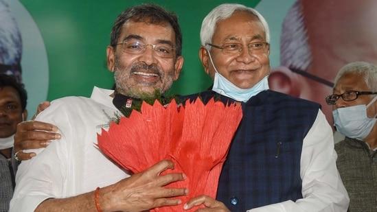 Bihar Chief Minister Nitish Kumar felicitates RLSP President Upendra Kushwaha after the party merged with JD(U) in Patna on Sunday.(PTI)