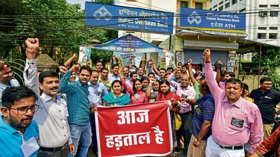 All India Nationalised Bank Officers' Federation (AINBOF) organised demonstrations across the country.(Mint)