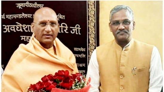 Former Uttarakhand CM Trivendra Singh Rawat meeting spiritual leader Acharya Mahamandaleshwar Swami Avdeshanand Giri on Monday in Haridwar(HT PHOTO)