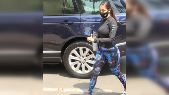 The actor completed her attire with a pair of white slides and tied her hair in a tight ponytail to keep them off her face.(Varinder Chawla)