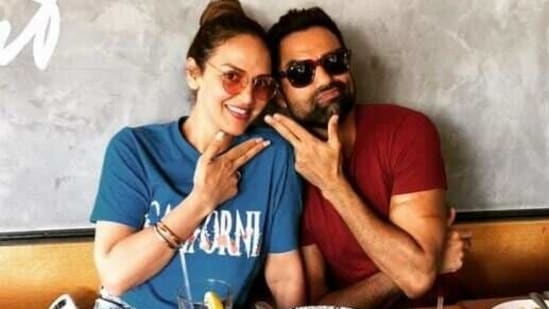 Abhay Deol is close to Esha and Ahana Deol.