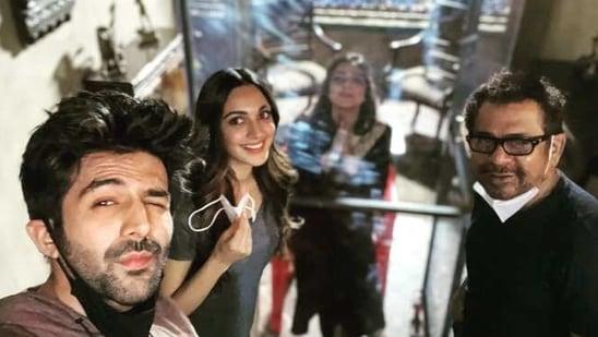 Tabu joins Bhool Bhulaiyaa 2 cast on sets.(Instagram)