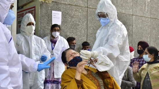 The daily cases crossed the 26,000-mark on Sunday, the first time since December 19, or in the last 85 days.(HT Photo )