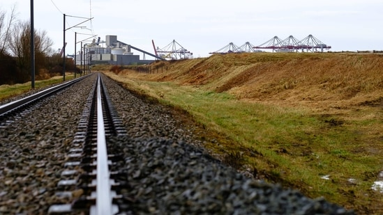 Railway tracks lead towards the Alvance Aluminum Group plant, operated by GFG Alliance Ltd, and shipping cranes in Dunkerque, France.(Bloomberg)