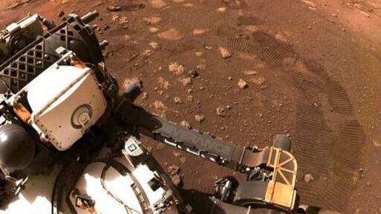 Using observations made by Mars rovers as well as of meteorites from the planet, the team focused on hydrogen, a key component of water.(AP)