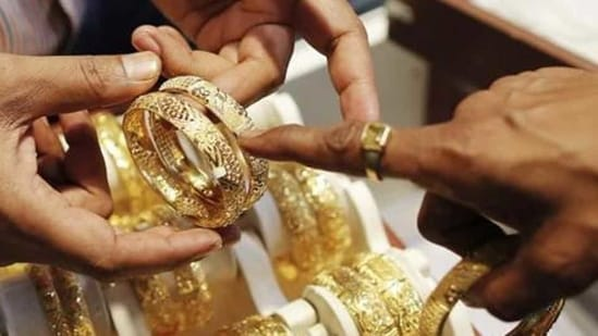 Gold prices slipped by <span class='webrupee'>₹</span>252 to <span class='webrupee'>₹</span>52,155 per 10 grams.(Reuters image)