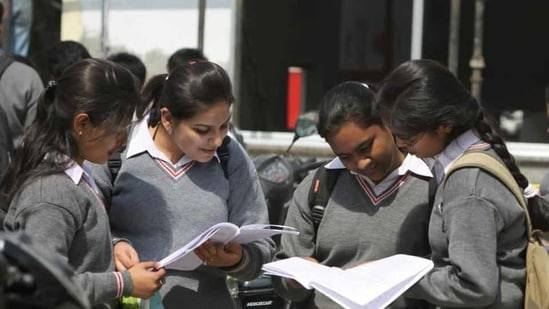 The HSC (Class XII) and SSC (Class X) exams in Maharashtra are to start from April 23 and April 29 respectively and will go on till the last week of May.(HT file photo)