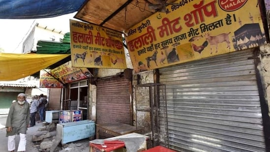 There are 129 licensed meat shops in the city, with as many as 150 more operating illegally, according to MCG officials.(Sanjeev Verma/HT PHOTO)