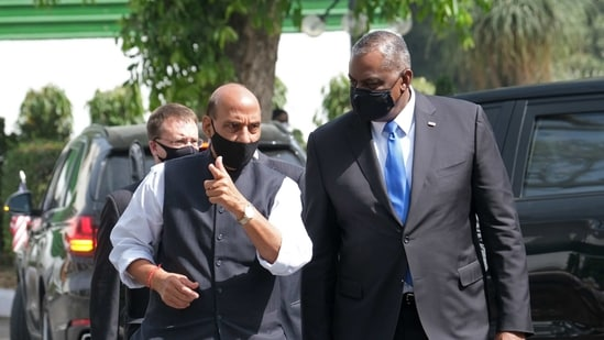 Lloyd Austin is received by Rajnath Singh, India's defence minister, at Vigyan Bhawan in New Delhi.(Bloomberg)