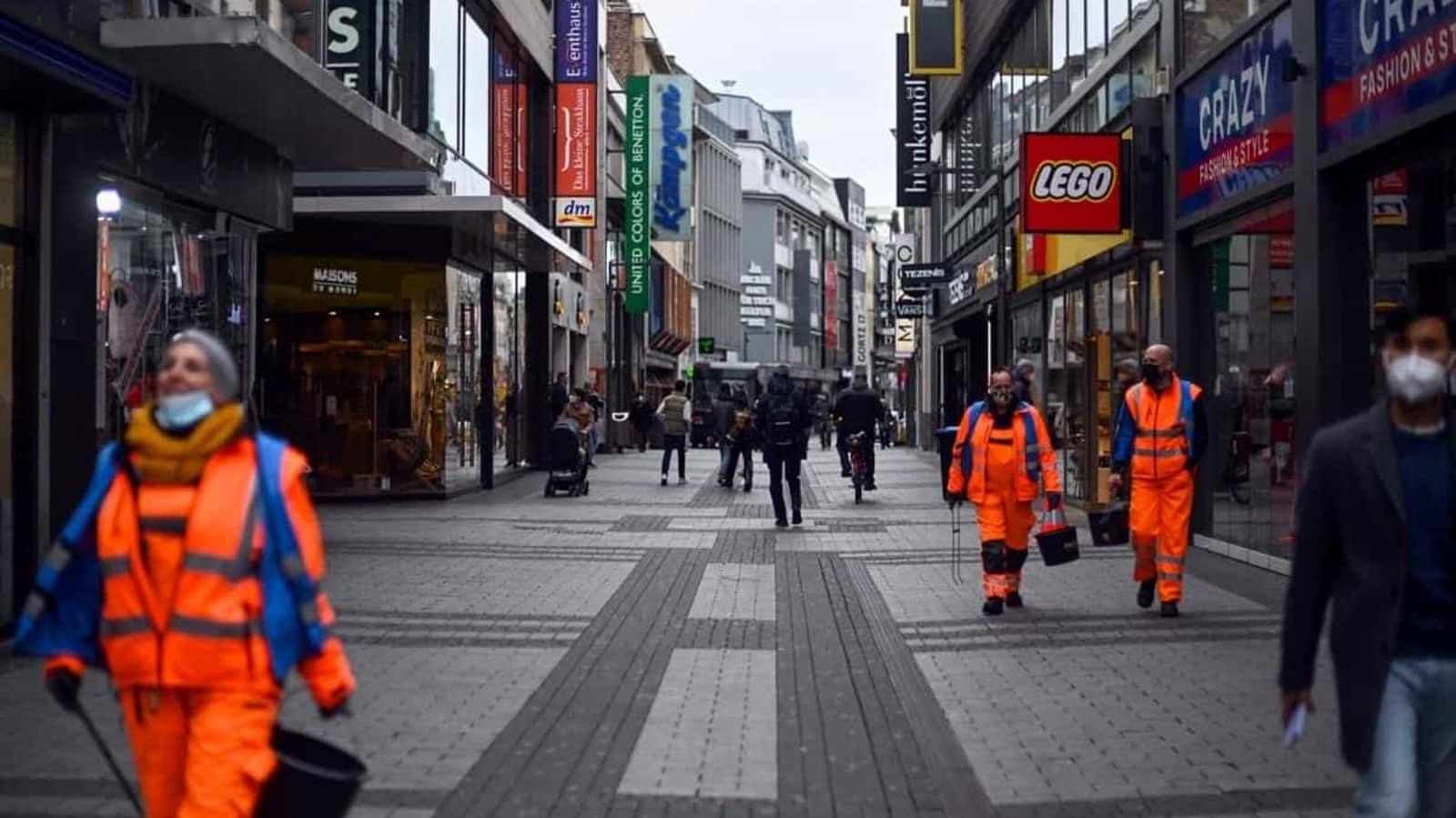 Covid-19: Violent confrontation ensues between police, anti-lockdown protesters in Germany