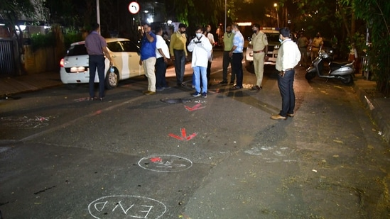 Central Forensic Science Laboratory, Pune (CFSL) team with NIA forensic experts took suspended Mumbai API Sachin Vaze on Friday night to the crime scene where the explosive-laden Scorpio was found outside Antilla on February 25, to recreate the crime scene(Bhushan Koyande/ HT Photo)