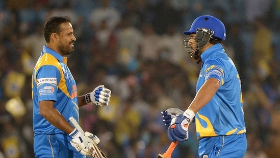 Yusuf Pathan (L) and Yuvraj Singh (R) of India Legends(Road Safety World Series / Twitter)