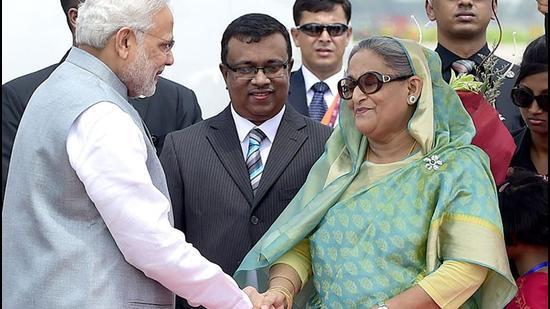 Prime Minister Narendra Modi is received by his Bangladeshi counterpart, Sheikh Hasina Wajid, at the Hazrat Shahjalal International Airport in Dhaka. (AFP Photo)