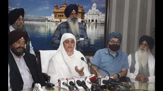 Shiromani Gurdwara Parbandhak Committee (SGPC) president Bibi Jagi Kaur along with United Sikh Mission California and Sikh Lain Foundation California members in Amritsar.