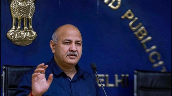 Excise Policy of Delhi: Manish Sisodia announced that Delhi government has reduced legal age of drinking which was currently 25.