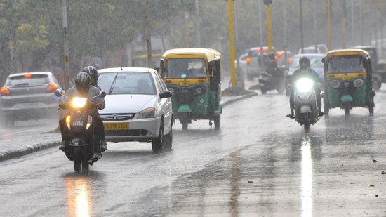 Commuters on their way during rain in Chandigarh on Monday.(HT Photo / Keshav Singh)