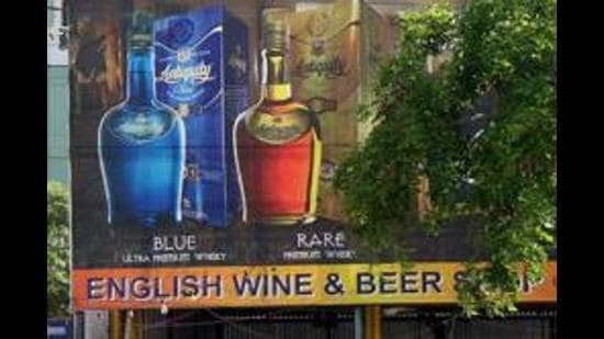 GURGAON-----------WINE & BEER SHOP----------The national and multinational companies (MNCs) complain of public drinking, eve teasing, traffic snarls and other nuisances because of the liquor vend in the vicinity. The vend is situated near the Hindustan Uniliver and Signature Tower buildings and on the green belt along the road that connects Gurgaon Expressway with proposed Sushant Lok Metro station. Photograph:: SANJEEV VERMA/HT 15.05.2009 Story by SANJEEV K AHUJA MAY09 2009