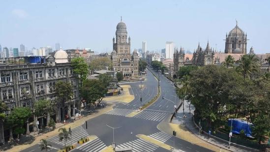 The Chhatrapati Shivaji Maharaj Terminus (CSMT) traffic junction during the lockdown.(Bhushan Koyande / HT Archive)