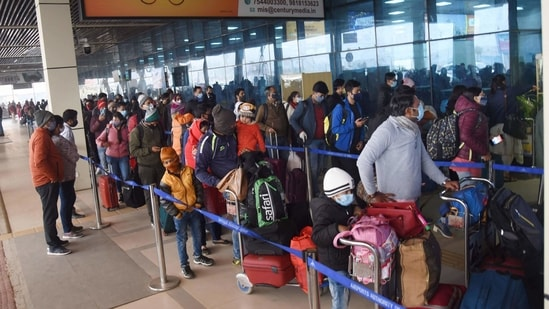 """The DGCA had on March 13 asked airlines to de-board passengers who do not wear their masks """"properly"""" despite repeated warnings.(PTI file photo)"""