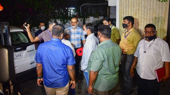 Central Forensic Science Laboratory, Pune (CFSL) team with NIA forensic experts recreate the crime scene by taking suspended API Sachin Vaze to the spot where the explosive-laden Scorpio was found outside Antilla on February 25, in Mumbai, Saturday, March 20, 2021.(PTI)