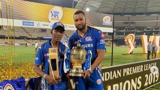 Kieron Pollard and father pose with IPL 2019 winner's trophy.(Instagram (Kieron Pollard))