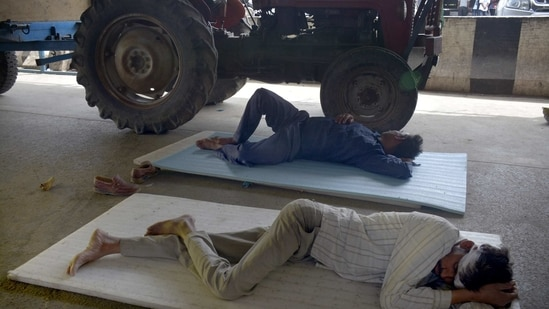 A day ahead of the Bharat Bandh, farmers rest at Ghazipur (Delhi-UP bornear Ghaziabad, India, on Thursday, March 25, 2021. (Photo by Sakib Ali /Hindustan Times)