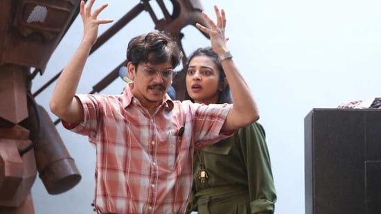 OK Computer review: Vijay Varma and Radhika Apte in one of their many scenes of bickering.