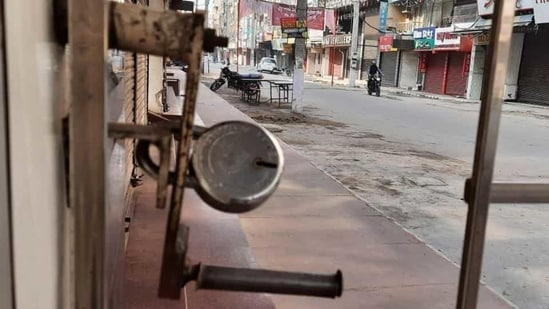 Dehradun district administration and police have appealed to people to not forcefully close shops or other establishments during Bharat Bandh. (HT Photo)