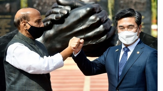 Union Defence Minister Rajnath Singh with his South Korean counterpart Suh Wook (PTI)