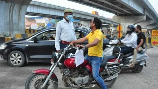 The candidates will be required to reverse the vehicle into a limited opening either to the right or left under control and reasonable accuracy to qualify the test.(Sakib Ali/HT file photo for representation)