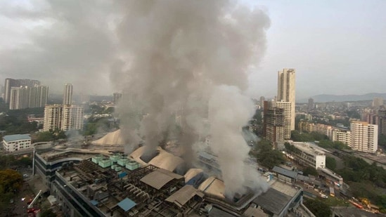 The firefighters are still trying to douse the blaze which started after midnight.(HT Photo/Pratik Chorge)