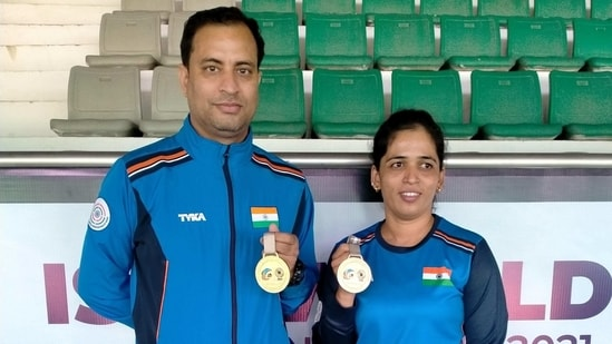Sanjeev Rajput and Tejaswini Sawant after winning the mixed team rifle 3 positions gold.(ISSF)