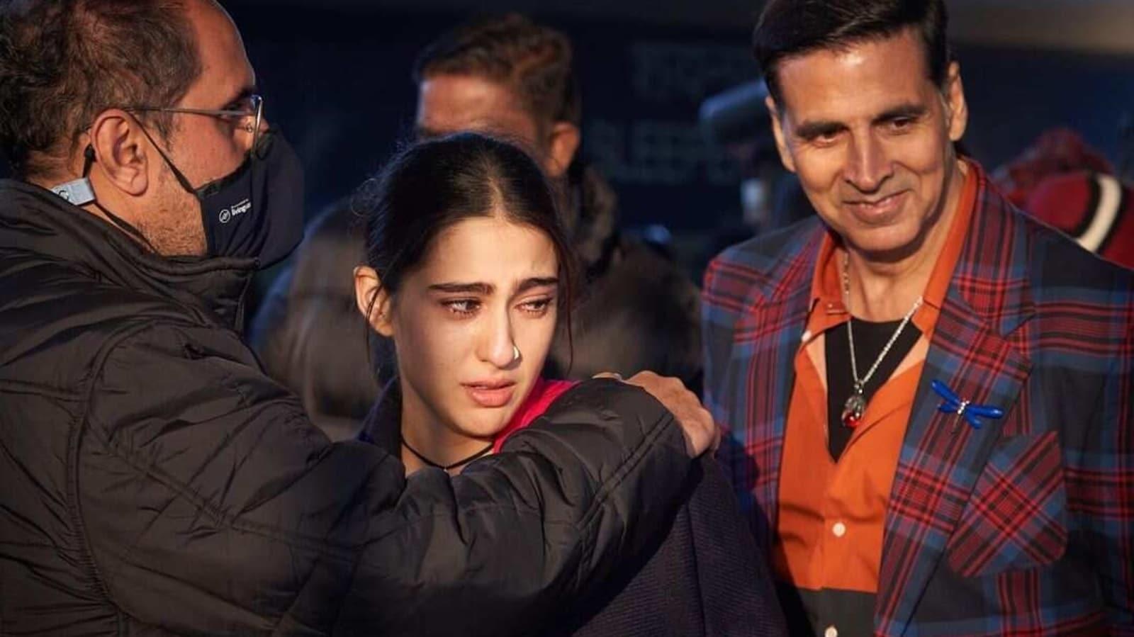 Sara Ali Khan recalls breaking down, eating South Indian food with Dhanush, 'stalking' Akshay Kumar as Atrangi Re wraps - Hindustan Times