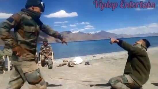 The image shows the army jawans dancing.(Twitter/@KirenRijiju)