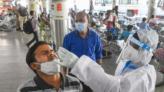 Lucknow: A health worker collects a nasal sample from a passenger for COVID-19 tet as part of precautions, at Kaisherbagh bus station, in Lucknow, Saturday, March 27, 2021. (PTI Photo/Nand Kumar) (PTI03_27_2021_000171A)(PTI)